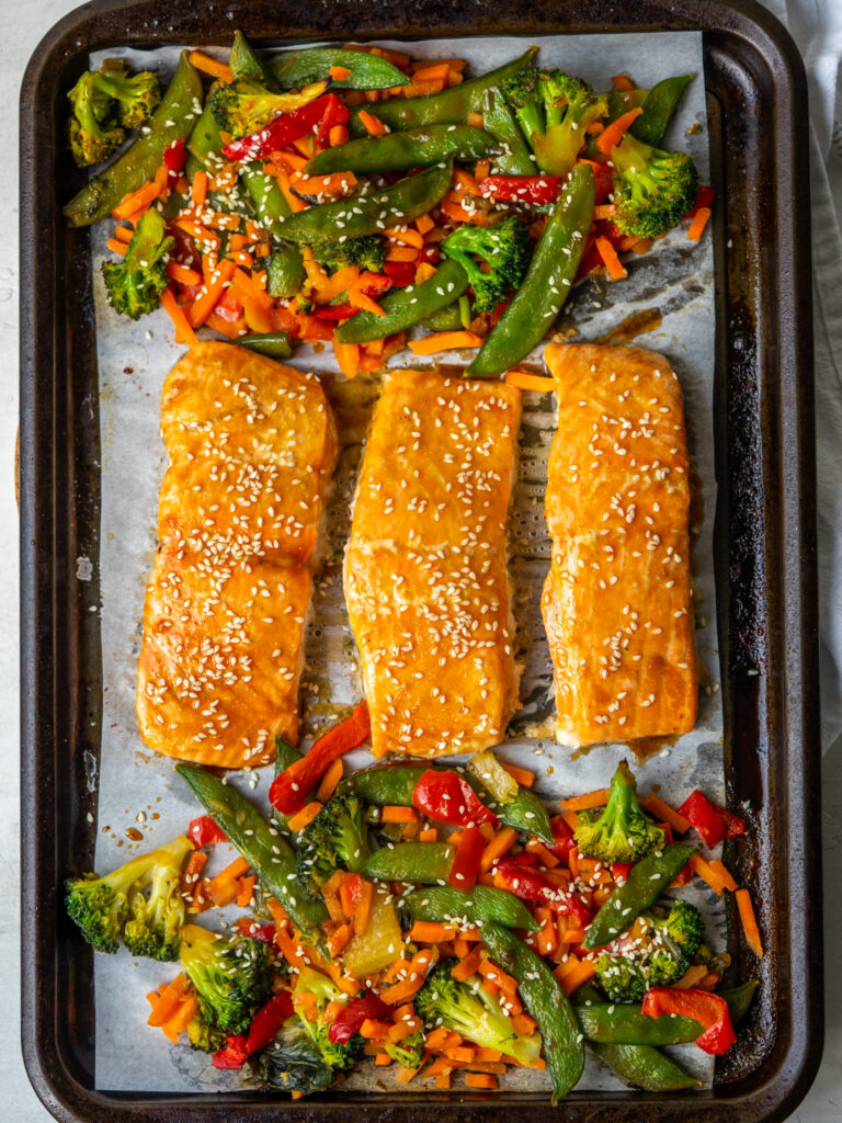 above view of a sheet pan salmon and veggie meal