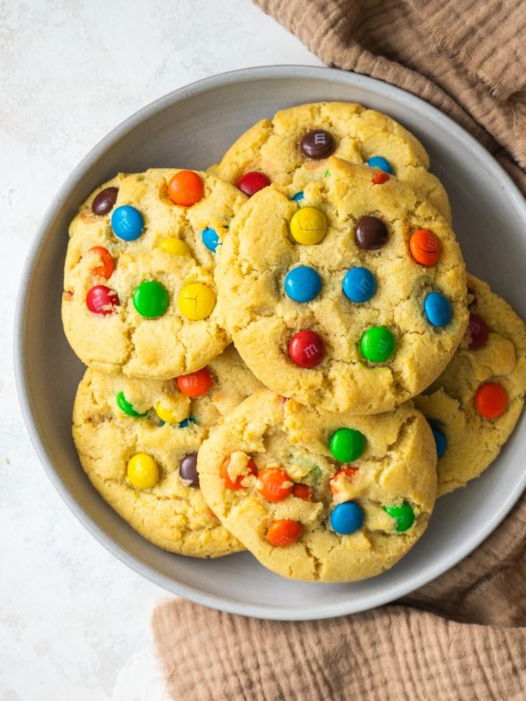 M&M sugar cookies in s serving bowl